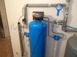 Změkčení, odstranění manganu a bakterií filtrem A80K-AA+UV LUXE12-Veleň