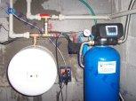 """Odstranění železa a barvy odželezňovacím filtrem A 60 D G1"""" a odstranění bakterií dávkovacím čerpad"""